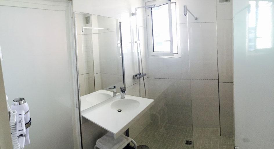 Salle de bain maternité Clinique Saint George Nice